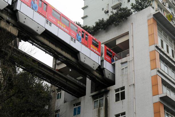 """TQ: Vì sao tàu điện trên cao """"xuyên thủng"""" nhà 19 tầng? - 5"""