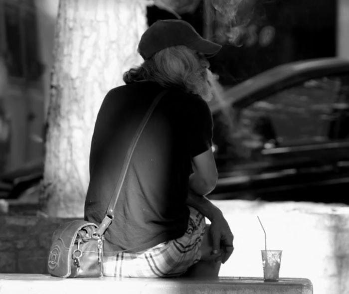 Người vô gia cư phát khóc khi hóa thành soái ca sành điệu - 2