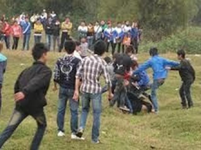 Trai làng hỗn chiến ở cánh đồng, 2 người tử vong
