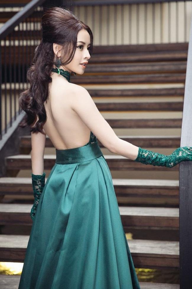Trong các sự kiện, nữ diễn viên thể hiện rõ sự nữ tính, trưởng thành hơn trong cách chọn trang phục. & nbsp;