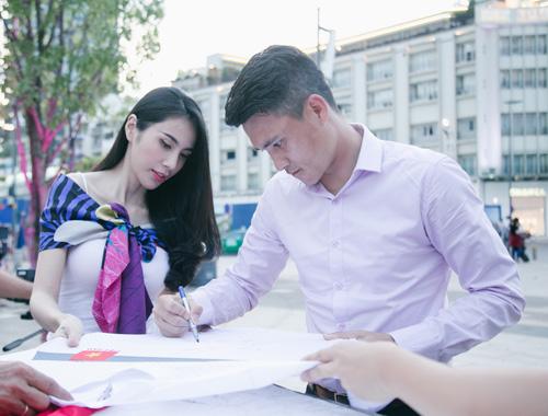 Cuộc sống vợ chồng Thuỷ Tiên lên truyền hình quốc tế - ảnh 7