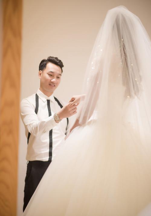 Hé lộ váy cưới cầu kỳ giá hàng trăm triệu của vợ MC Thành Trung - ảnh 5