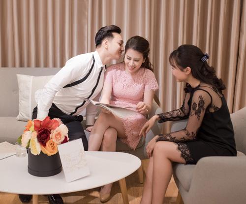 Hé lộ váy cưới cầu kỳ giá hàng trăm triệu của vợ MC Thành Trung - ảnh 9