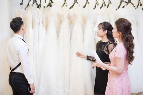 Hé lộ váy cưới cầu kỳ giá hàng trăm triệu của vợ MC Thành Trung - ảnh 10