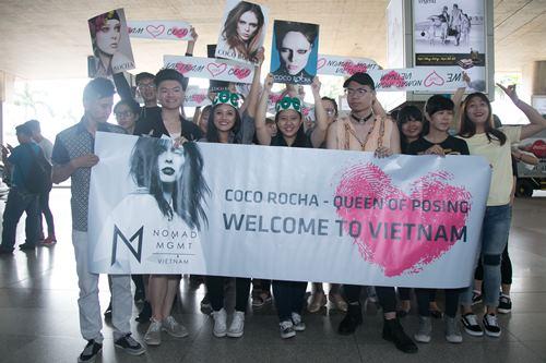 Nữ hoàng tạo dáng Coco Rocha xuất hiện rạng ngời tại sân bay - ảnh 1