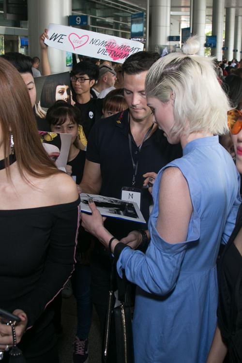 Nữ hoàng tạo dáng Coco Rocha xuất hiện rạng ngời tại sân bay - ảnh 4