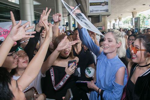 Nữ hoàng tạo dáng Coco Rocha xuất hiện rạng ngời tại sân bay - ảnh 6