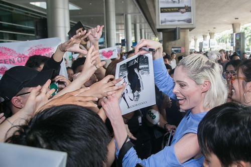 Nữ hoàng tạo dáng Coco Rocha xuất hiện rạng ngời tại sân bay - ảnh 7