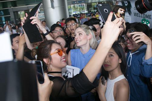 Nữ hoàng tạo dáng Coco Rocha xuất hiện rạng ngời tại sân bay - ảnh 8