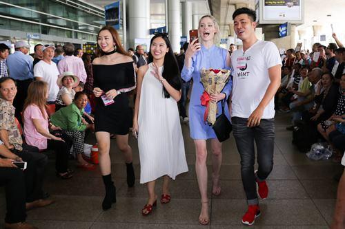 Nữ hoàng tạo dáng Coco Rocha xuất hiện rạng ngời tại sân bay - ảnh 11