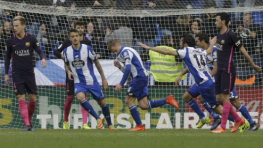 """Barcelona & tử huyệt hàng thủ: """"Cú ăn ba"""" dễ tan vỡ"""