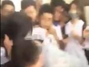 Giáo dục - du học - Hà Nội: Nam sinh đánh nữ sinh dã man ngay trong giờ ra chơi