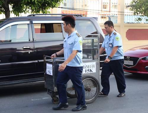 """""""Cuộc chiến"""" giành vỉa hè: TP.HCM tung quân xuống đường từ rạng sáng"""
