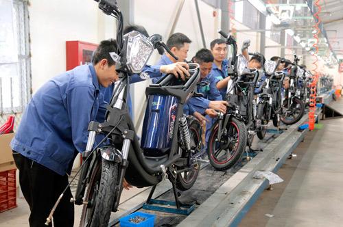 Made in Vietnam: Thôi đừng sản xuất, hãy đi buôn? - 2
