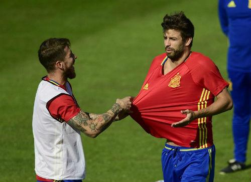 "Ramos ""A�a??i ca"" A?T TA?y Ban Nha: SAO Barca pha??i na�? sa�? - 1"