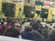 """Thế giới - Anh: Thản nhiên cầm gậy chụp """"tự sướng"""" ở điểm khủng bố"""