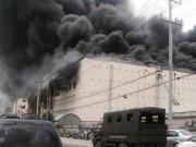 Tin tức trong ngày - Cháy ở Cần Thơ: 1.000 người đang gồng mình dập lửa
