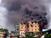 """Tin tức trong ngày - Cháy sát chợ """"thần chết"""" ở SG: Hơn chục người lao ra từ biển lửa"""