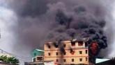 """Cháy sát chợ """"thần chết"""" ở SG: Hơn chục người lao ra từ biển lửa"""