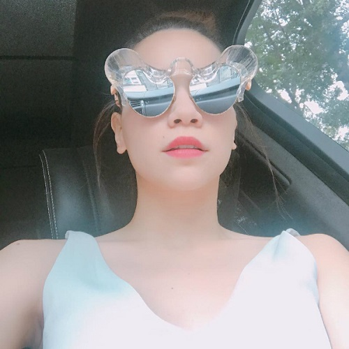 """Hồ Ngọc Hà khoe mắt kính siêu lạ và loạt phụ kiện """"chất chơi"""""""