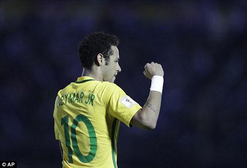 Uruguay - Brazil: Hattrick và tuyệt phẩm lốp bóng - 1