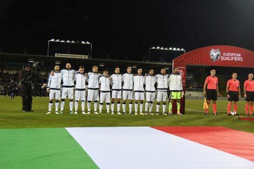 """Italia - Albania: Soi """"hàng hot"""" hét giá hơn cả Messi - 1"""
