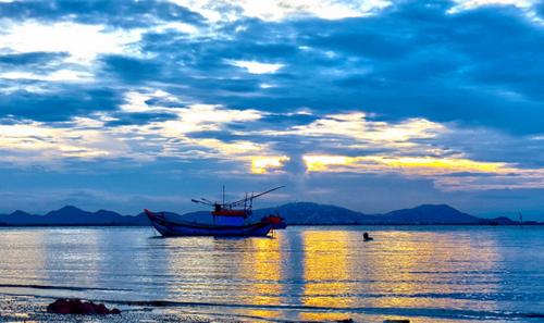 Những điểm du lịch đẹp và lãng mạn nhất Quy Nhơn - 1