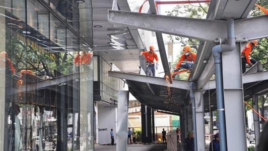 """Ông Hải quyết dỡ mái che """"khủng"""" của tòa nhà Saigon Centre chiếm vỉa hè"""