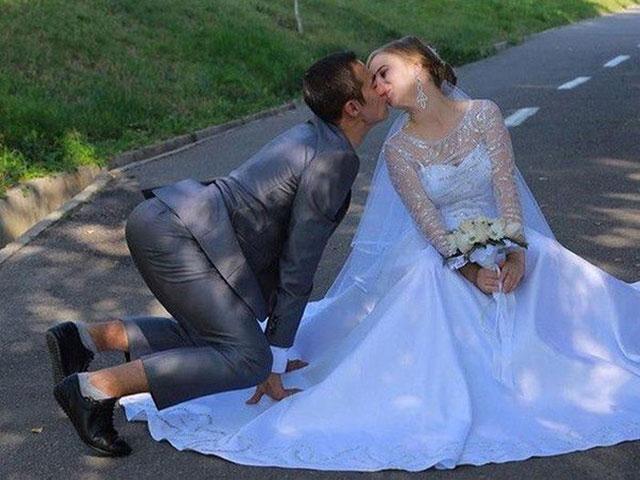 Tại sao lại có những bức ảnh cưới hài hước như thế này?
