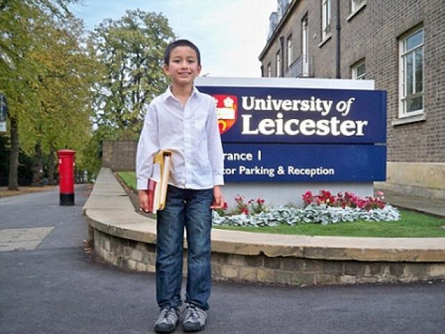 Thần đồng 14 tuổi trở thành giảng viên đại học