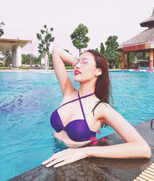 Chân dài Diệp Lâm Anh dẫn đầu top sexy với bikini đỏ rực