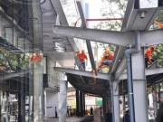 """Ông Hải quyết dỡ mái che  """" khủng """"  của tòa nhà Saigon Centre chiếm vỉa hè"""