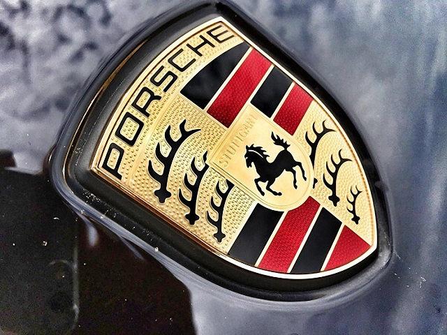 Porsche lời 387 triệu đồng trên mỗi xe bán ra