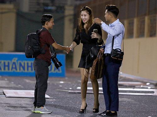 Người đẹp Hàn Quốc váy ngắn khiến U20 Việt Nam choáng ngợp - 2