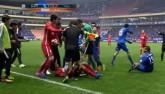 """Tin HOT bóng đá tối 25/3: """"Suarez giỏi cắn người lẫn diễn kịch"""""""