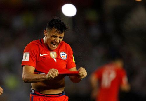 """""""Cừu đen"""" Sanchez: Làm loạn Arsenal, """"khinh"""" CĐV Chile"""