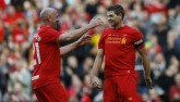 """Gerrard tỏa sáng, huyền thoại Liverpool """"đè bẹp"""" Real"""