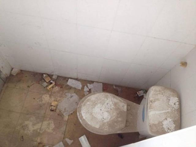 Nhà vệ sinh trường học: Chỗ như khách sạn, nơi như bãi hoang