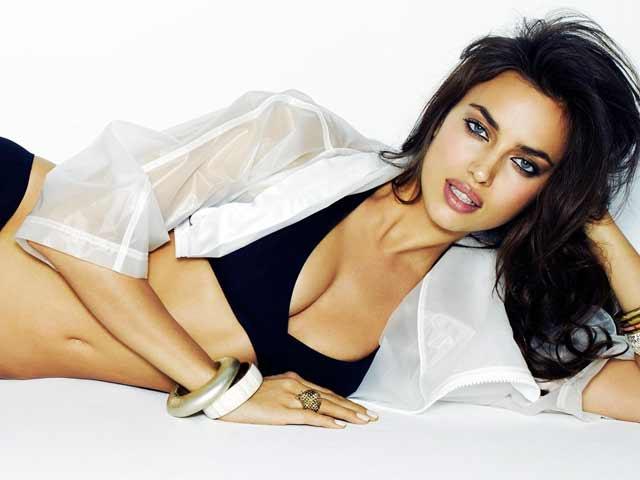 Irina Shayk đã làm gì trên giường để sexy tột cùng?