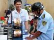 Nữ chủ tịch phường đóng tiền phạt giúp người bán hàng rong chiếm vỉa hè