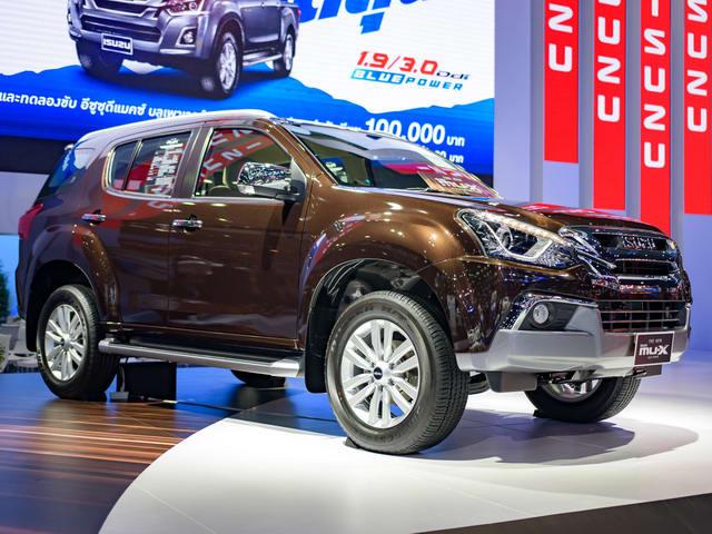 Isuzu MU-X 2017 giá 718 triệu đồng cạnh tranh Fortuner