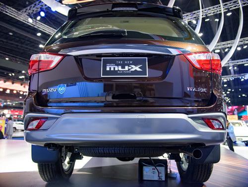 Isuzu MU-X 2017 giá 718 triệu đồng cạnh tranh Fortuner - 4