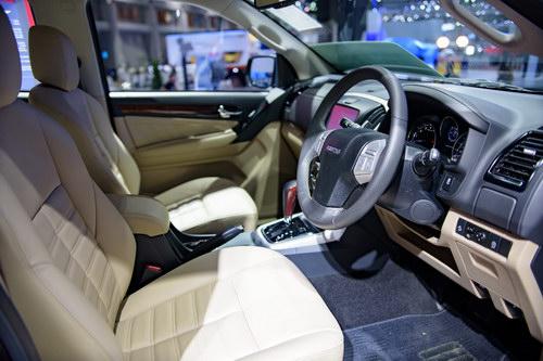 Isuzu MU-X 2017 giá 718 triệu đồng cạnh tranh Fortuner - 5