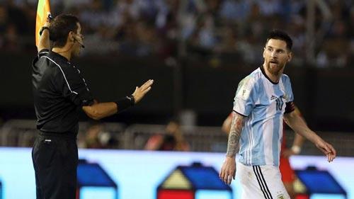 Messi bị treo giò 4 trận: Lời chối tội khó tin - 3