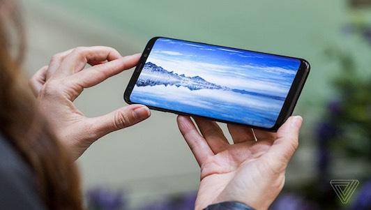 """Video: Trên tay Galaxy S8 có màn hình """"vô cực"""" đẹp lung linh"""