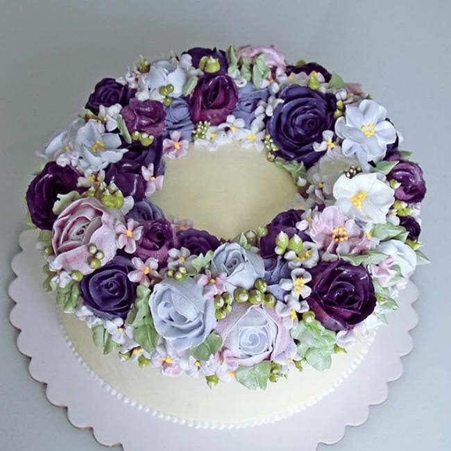 Phải chăng nàng tiên mùa xuân đã đánh rơi vòng hoa đội đầu lên chiếc bánh này?
