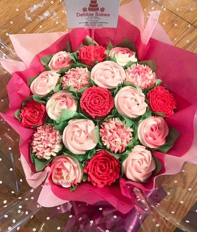 Bó hoa làm từ đường dẻo vừa lãng mạn lại ngọt ngào.