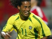 """Ronaldinho khiến các fan  """" ngã ngửa """"  khi trổ tài ca hát"""