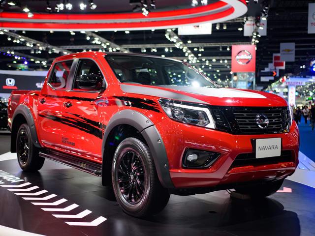 Nissan Navara Black Edition giá 520 triệu đồng ra mắt