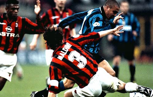 Ramos, Pique thời nay: Đẳng cấp ở đâu so với Maldini, Cannavaro?